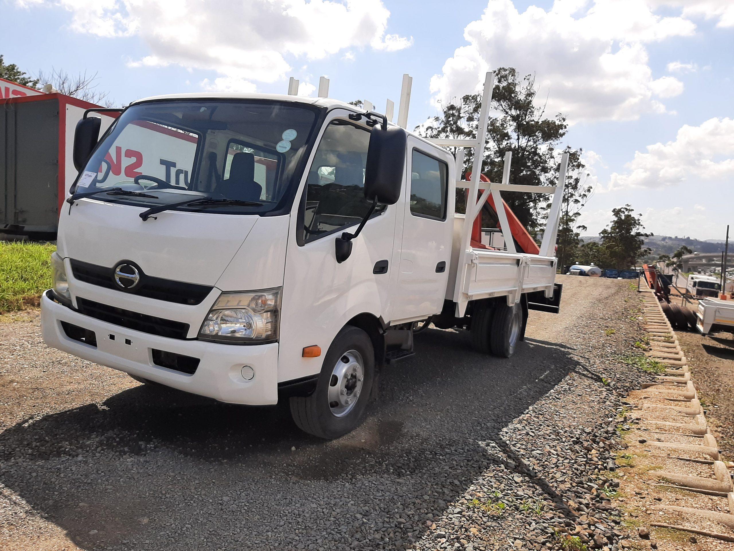 2013-hino-300-815-a-t-crewcab-www.n2trucks.co.za
